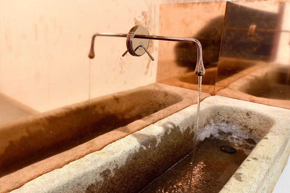 Ein bisschen Kontra zum modernen Haus: der urige Trinkwasserbrunnen.