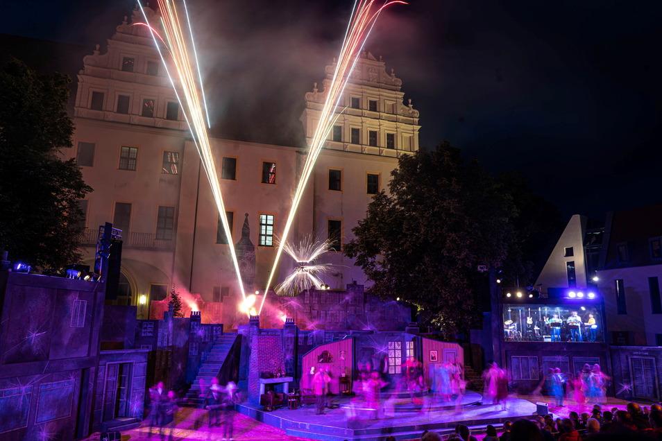 Die abendlichen Vorstellungen beim Bautzener Theatersommer enden mit einem Feuerwerk. Wer es erleben will, hat dafür gute Chancen, denn für die nächsten Tage sind noch etliche Tickets zu haben.