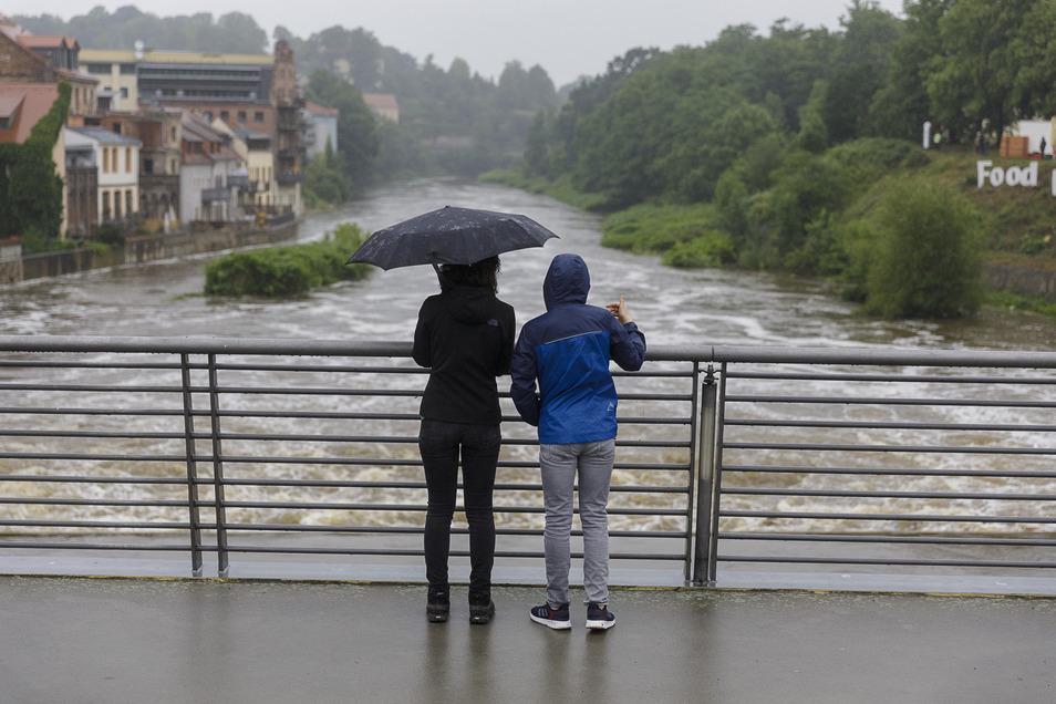 So hoch wie hier am 21. Juni 2020 nach längeren Regenfällen stand das Wasser diesmal nicht an der Görlitzer Altstadtbrücke.