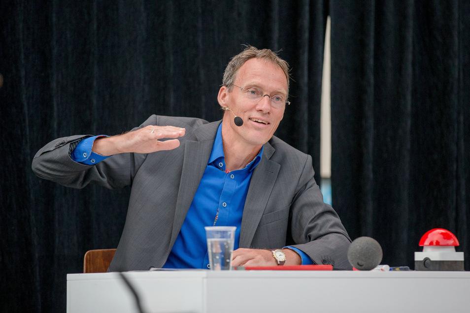 Dieter Baumann hat das Rampenlicht gewechselt: von der Laufbahn auf die Bühne. Er ist jetzt Kabarettist.