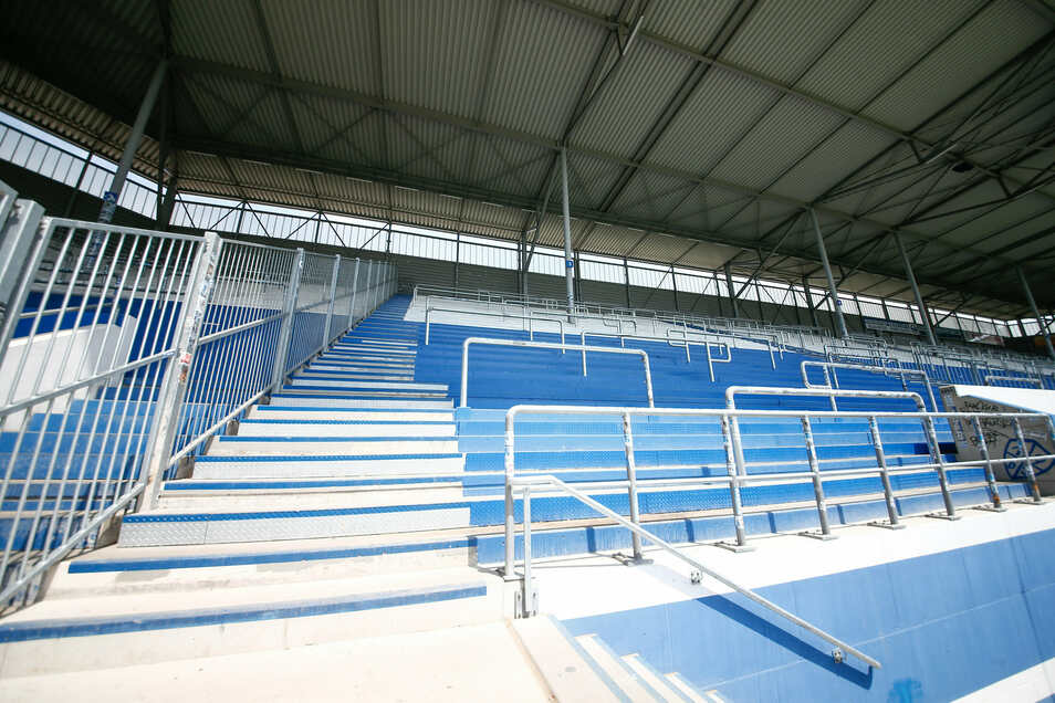 Leere Ränge im Magdeburger Stadion, die Mannschaft in häuslicher Quarantäne - das erinnert an die Situation bei Dynamo Dresden zum Ende der Vorsaison.