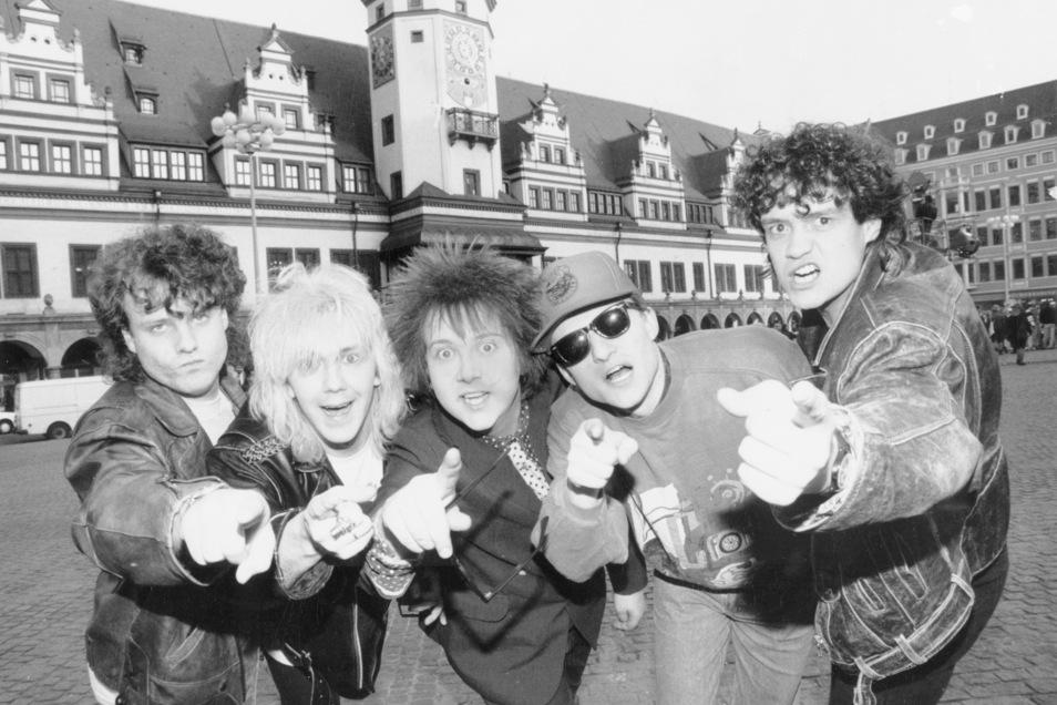 Die Prinzen Henri Schmidt (von links), Tobias Künzel, Sebastian Krumbiegel, Wolfgang Lenk und Jens Sembdner 1993 vorm Leipziger Rathaus.