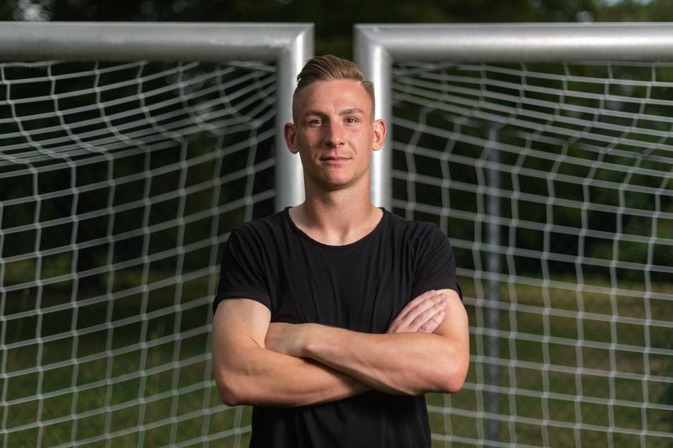 """Dynamos Torwart Kevin Broll glaubt trotz des großen Rückstandes an den Klassenerhalt. """"Wir können Großartiges leisten"""", sagt er."""