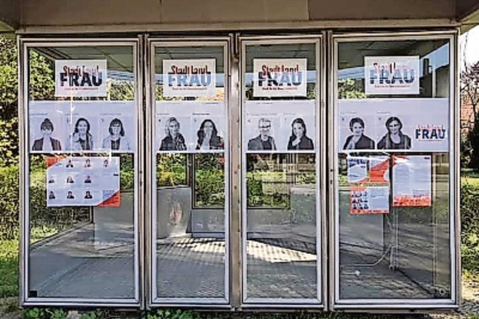 Verärgert reagierte das Kamenzer Rathaus auf diese Wahlwerbung der Frauenliste für die Stadtratswahl am 26. Mai. Der Kunstkiosk werde nicht vertragsgerecht genutzt, hieß es. An der Taxiwerbung der letzten Monate an dieser Stelle hatte man sich nicht gestö