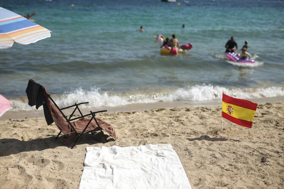 Vor nicht notwendigen, touristischen Reisen nach Spanien mit Ausnahme der Kanarischen Inseln wird derzeit aufgrund hoher Infektionszahlen gewarnt, so das Auswärtige Amt.