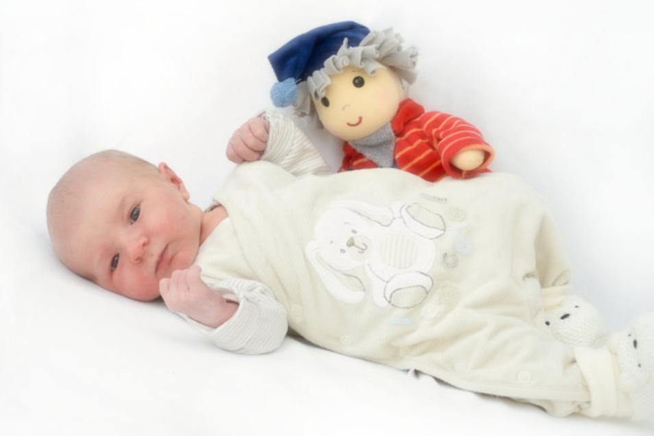Jonathan Geboren am 18. März Geburtsort Ebersbach-Neugersdorf Gewicht 3.550 Gramm Größe 52 Zentimeter Eltern Katharina und Raphael Jäckel Wohnort Oppach