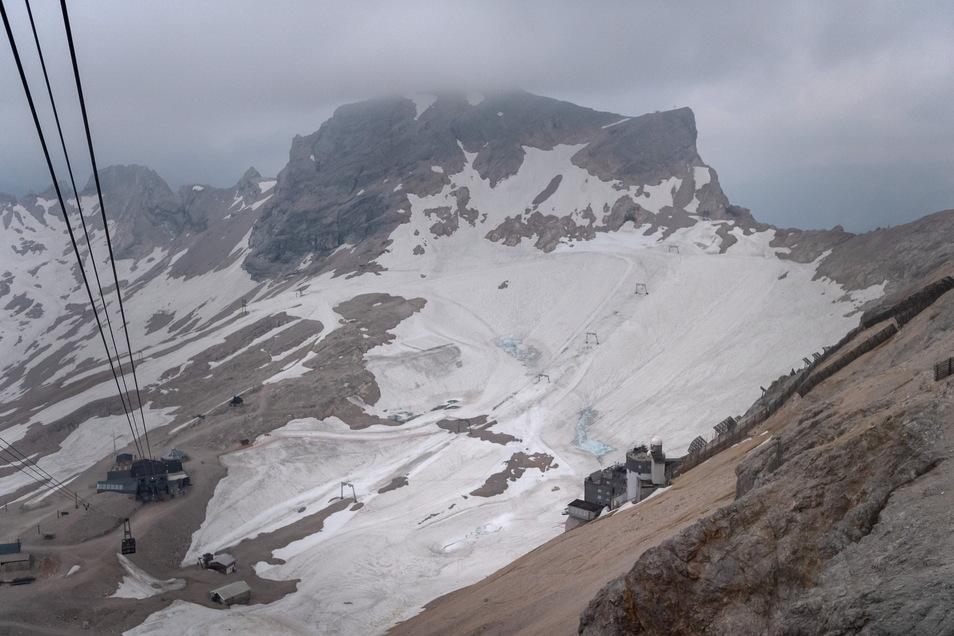 Die Schneemassen schützen Gletscher vor Hitze. Langfristig werden sich in den bayerischen Alpen wohl aber keine Gletscher halten können.
