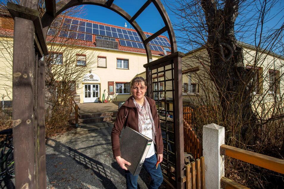 Die Chefin der Parkschänke Zabeltitz, Franziska Koitzsch, ist derzeit hauptsächlich mit Büroarbeit beschäftigt. Leider.