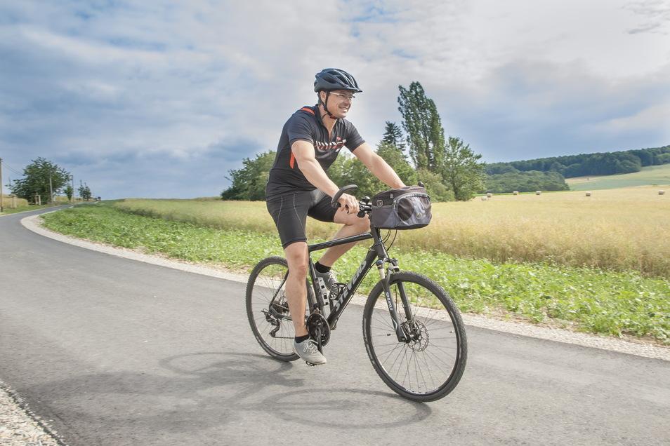 Radfahrer in Wilsdruff haben einen prominenten Fürsprecher: Denn auch Bürgermeister Ralf Rother (CDU) setzt sich gern aufs Rad. Hier bei seiner Fahrt zur Einweihung der Ortsverbindungsstraße zwischen Herzogswalde und Pohrsdorf.