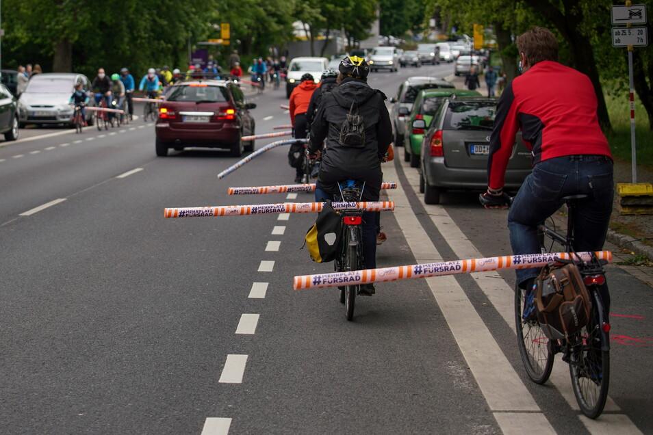 Radfahrer fühlen sich in Dresden bedrängt, das symbolisierte eine Demo des ADFC eindrücklich.