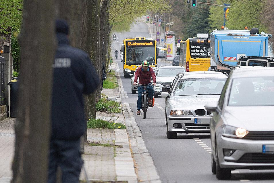 Eng und unübersichtlich ist die Chemnitzer Straße in Dresden. Radfahrer werden hier oft mit zu geringem Abstand überholt.