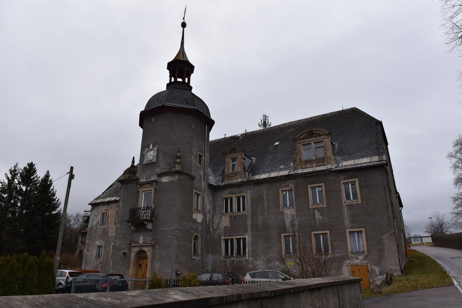 So sieht Schloss Naundorf heute aus. Bis es wieder den Anblick bietet, wie er auf dem Modell zu sehen ist, ist noch viel Arbeit zu tun.