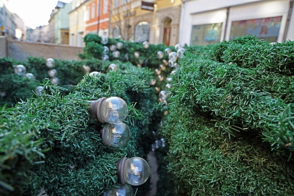 Weihnachtsdekoration ist derzeit gefragt - nicht nur auf der Hauptstraße in Riesa (Foto), sondern offenbar auch bei Dieben.