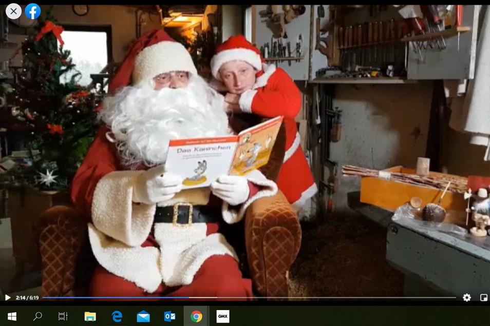 Der Weihnachtsmann und sein Wichtel.