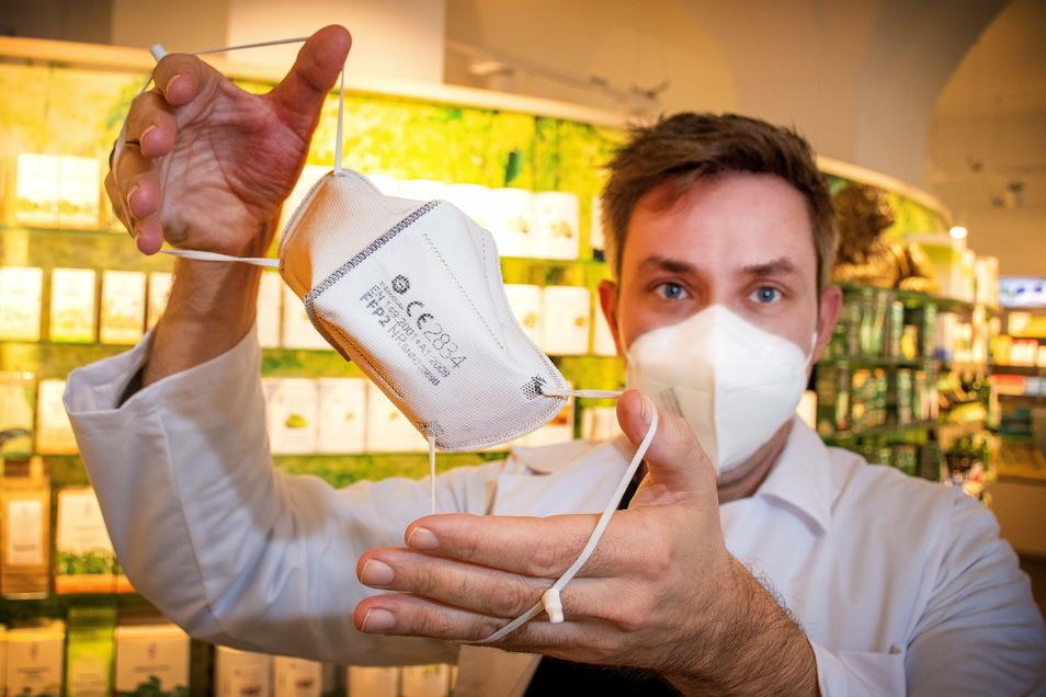Dr. Sebastian Michael hat in der Löwen-Apotheke Waldheim mehrere tausend FFP2-Masken vorrätig.