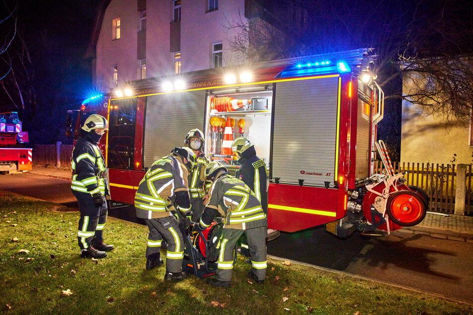 Die Feuerwehr rückte mit 18 Einsatzkräften und einem Löschzug an.