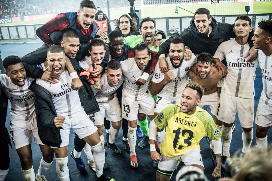 Neymar sticht heraus – sogar beim mannschaftlichen Jubel nach dem Titelgewinn mit Paris St. Germain im gelben Trikot.