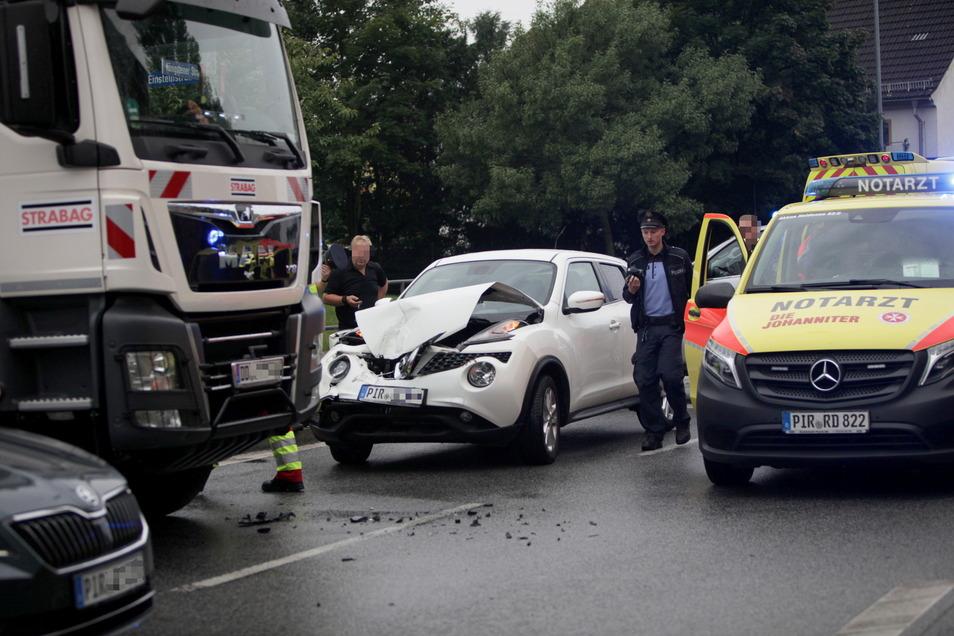 Nur ein unachtsamer Augenblick, dann hat es gekracht. Der Nissan kollidierte mit dem Lkw.