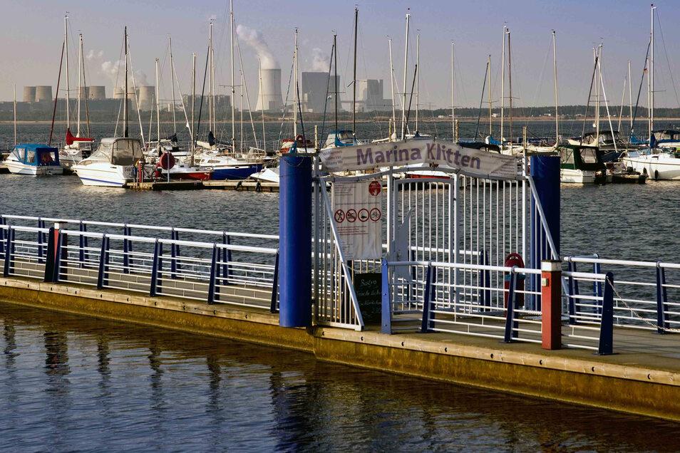 Der Hafen Klitten am Bärwalder See ist voll belegt.