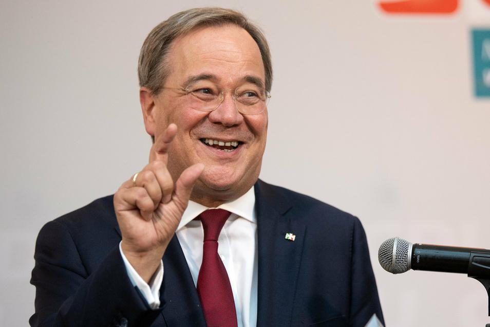 Armin Laschet (CDU), Ministerpräsident von Nordrhein Westfalen, gibt nach Schließung der Wahllokale ein Statement ab. Die CDU bleibt stärkste Kommunalpartei in Nordrhein-Westfalen.