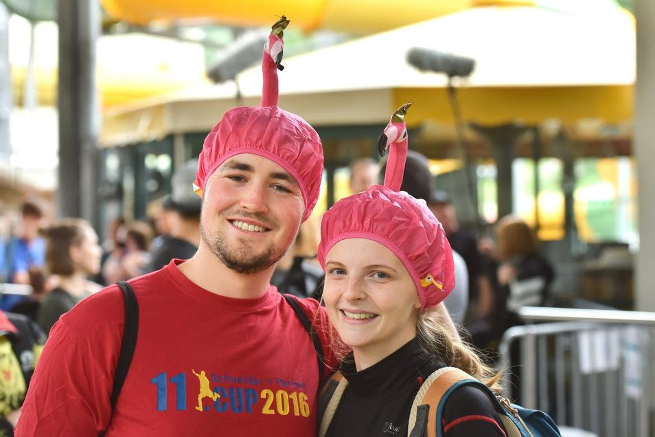 Pia und Dennis aus Dresden hatten sich so kostümiert, dass der Schlamm ihrer Frisur nichts anhaben konnte und sie zeigten, welchen Spaß sie beim Cross de Luxe haben.