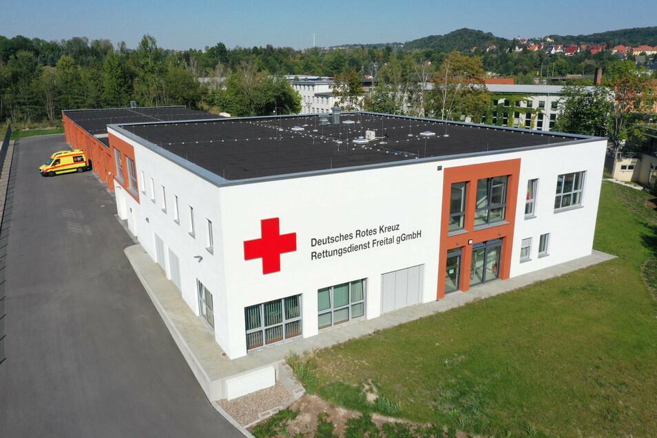 Die neue Hauptwache des DRK-Rettungsdienstes in Freital. Der fünf Millionen Euro teure Bau ist seit Ende Januar in Betrieb.