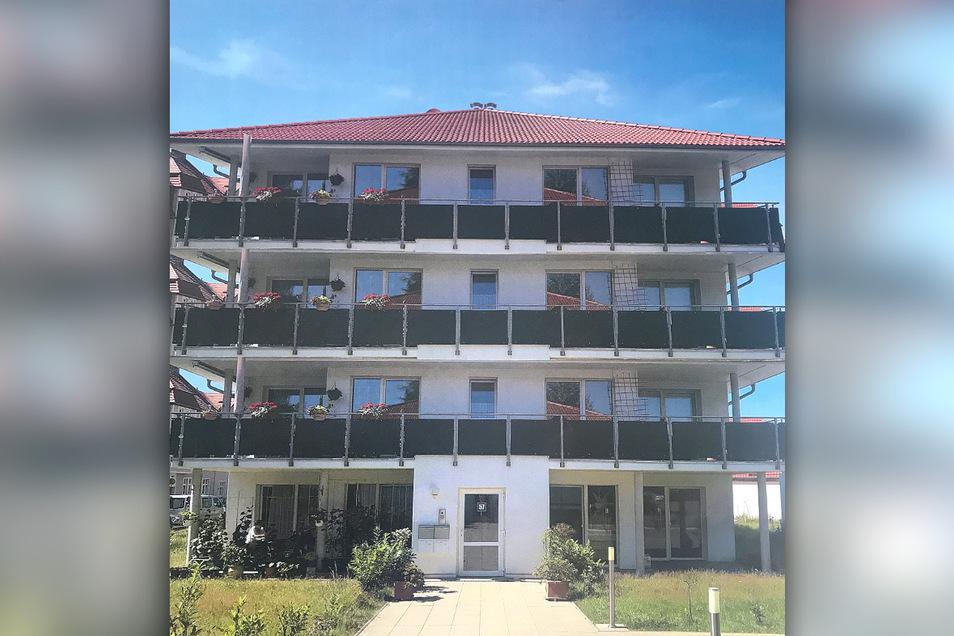 So soll der Neubau aussehen, wenn er nächstes Jahr fertig ist. Acht Wohnungen sind geplant, jede von ihnen erhält zwei Balkone.