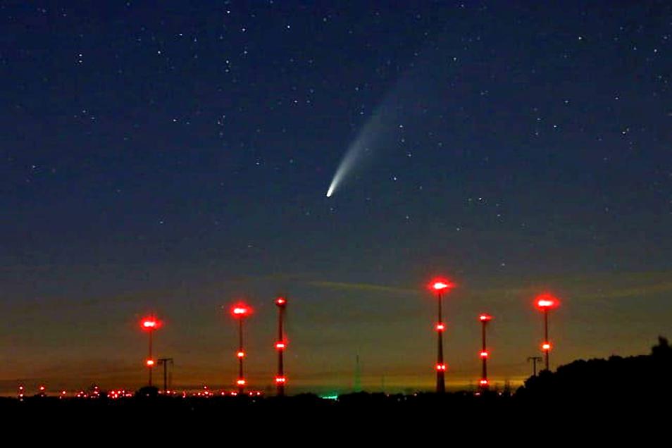 Blick in Richtung Streumen, kurz nach Mitternacht: Der Komet Neowise ist seit einigen Tagen gut am Nachthimmel zu sehen.
