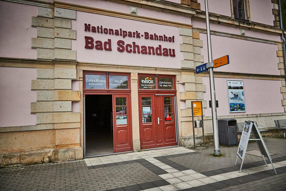 Der Nationalparkbahnhof in Bad Schandau hat geöffnet und hält verschiedene Angebote für Touristen bereit.