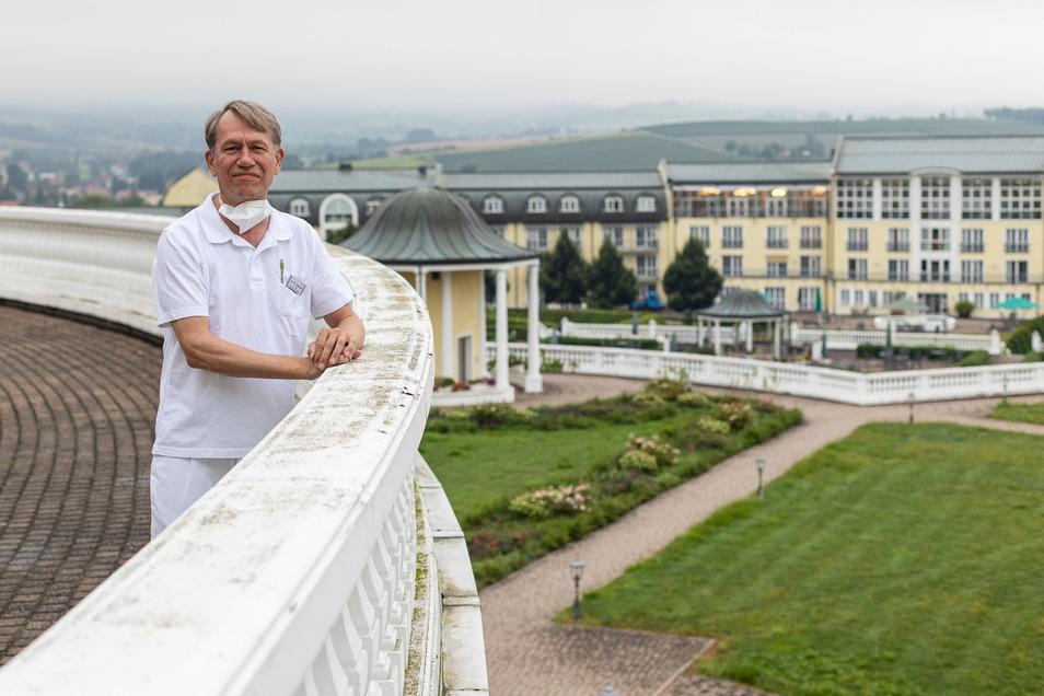 Neurologe Dr. Michael Adamaszek von der Bavaria-Klinik bereitet mit Kollegen aus Kreischa und Berlin ein deutschlandweit bisher einmaliges Langzeitprojekt für bessere Therapien bei Rehabilitationen nach Covid-Erkrankungen vor.