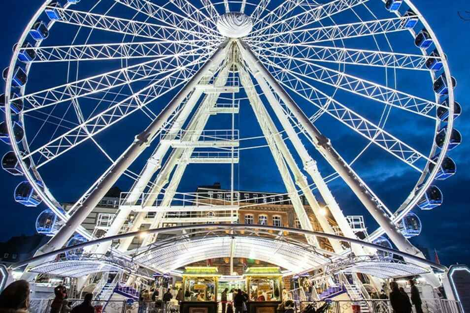 """Das 55 Meter hohe Riesenrad """"Wheel of Vision"""" war schon in vielen europäischen Metropolen zu Gast - noch bis zum 4. Oktober ist es in Dresden zu erleben."""
