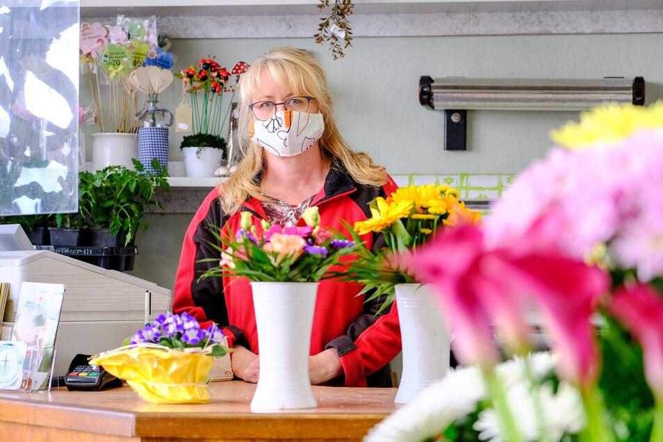 Viele Leute sehnen sich richtig danach, wieder Blumen einzukaufen, sagt Iris Siegel vom Geschäft Les Fleurs.
