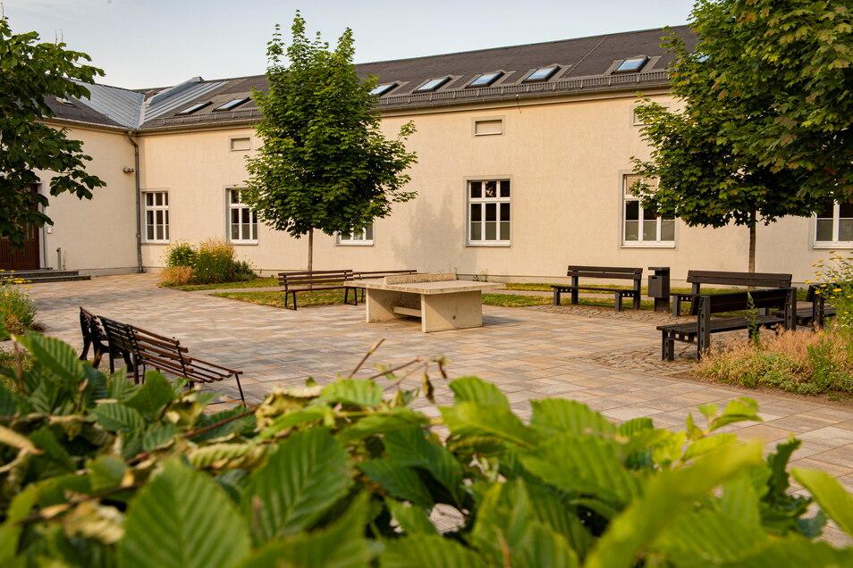 Der südliche Pausenhof wurde bereits 2014 umgebaut und dient vor allem der Oberstufe. Jetzt erhalten auch die jüngeren Schüler ein neues Areal.