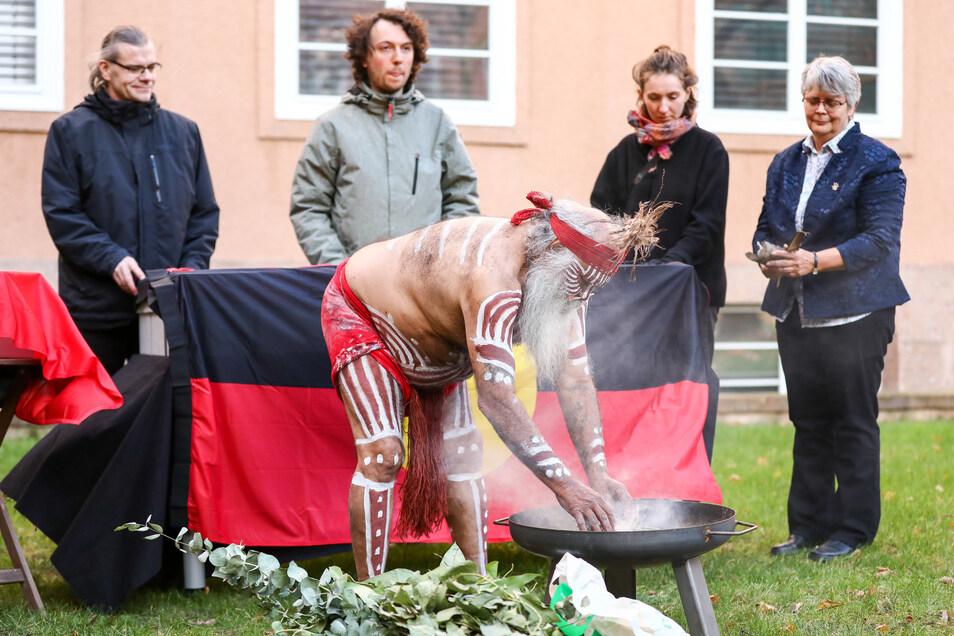 Die sterblichen Überreste von 45 indigenen Australiern aus dem ethnographischen Bestand der Staatlichen Kunstsammlungen Dresden wurdenan Australiens Botschafterin übergeben.