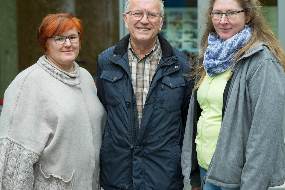 Unsere Experten: SZ-Gartendoktor Katrin Keiner (l.), Wolfgang Friebel, ehemaliger Gartenmeister in Pillnitz, und Fachberaterin Helma Bartholomay, alle aus Dresden.