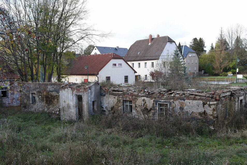 So sah vor Kurzem noch die Ruine der ehemaligen Bäckerei in Colmnitz aus. Hier wird jetzt das neue Feuerwehrhaus gebaut. Darum wird aber noch diskutiert.