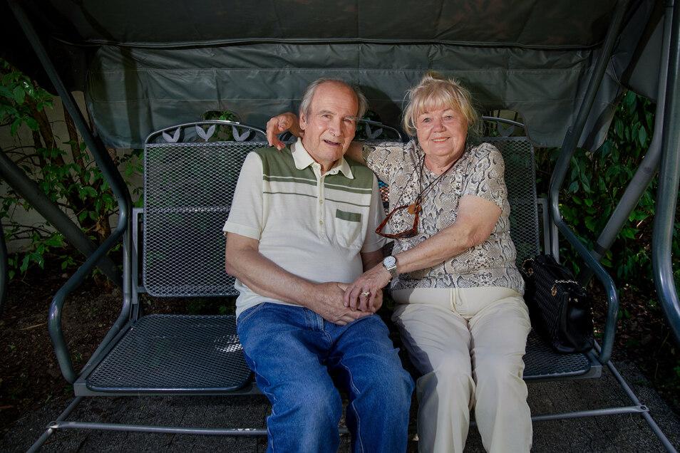 Nach Monaten können Milena Knoll und ihr Mann Detlef endlich wieder einmal lachen.