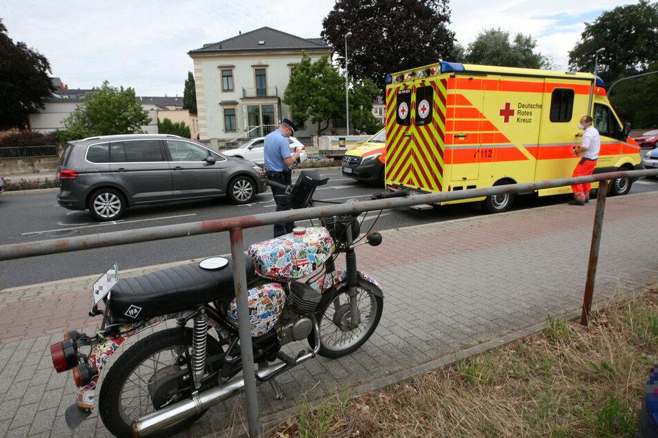 Mit diesem auffälligen Moped ist ein junger Mann in Pirna gestürzt und verletzte sich schwer.
