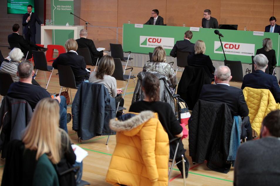Mit rund 100 CDU-Mitgliedern war die Herderhalle in Pirna am Sonnabend gut besucht.