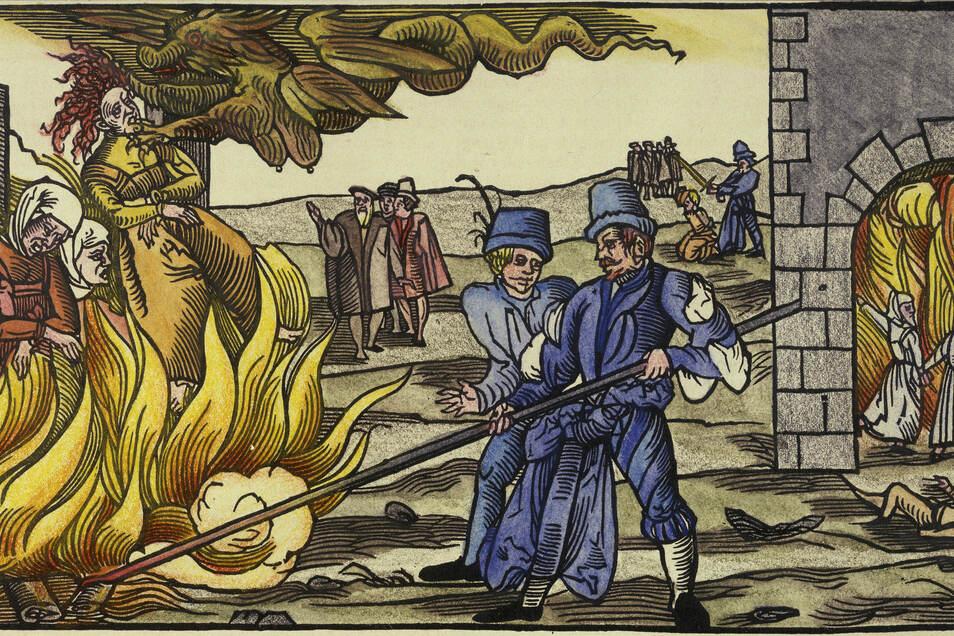 Das 16. Jahrhundert war eine Hochzeit der Hexenverfolgung in Europa. Wie auf diesem Holzschnitt abgebildet, wurden vor allem Frauen auf dem Scheiterhaufen verbrannt. Ökonomische Krisen beförderten die Verfolgungswellen.