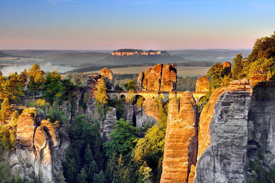 Atemberaubend: Blick über die Bastei zum Königstein