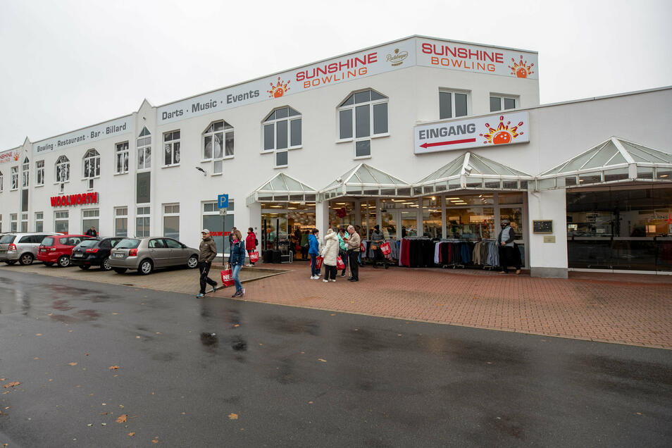 Hereinspaziert! Die Woolworth-Filiale wurde am Donnerstagmorgen im PEZ eröffnet.
