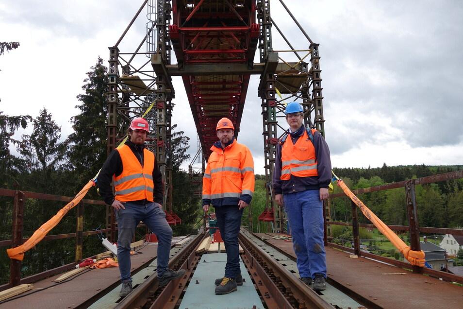 Für Jakub Sláma, Marek Urválek und Jan Laifr haben schon einige Brückenbauten hinter sich. Aber auch für sie ist das Eisenbahnviadukt in Vilémov (Wölmsdorf) eine anspruchsvolle Baustelle.