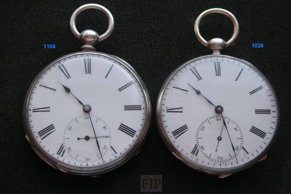 Jürgen Peter besitzt zwei frühe Uhren von Moritz Grossmann. Sie besitzen die Seriennummern 1.104 und 1.026. Die linke Uhr löst seinen Forscherdrang aus.
