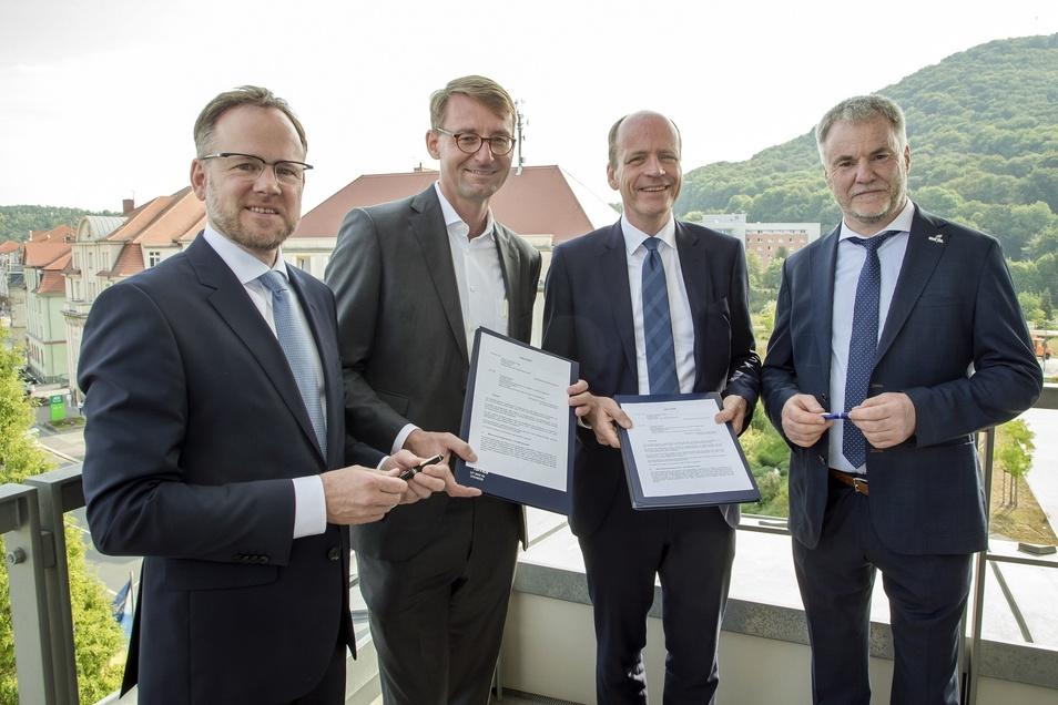 Die Absichtserklärung unterzeichneten Oliver Gaber,  Roland Wöller, Matthias Haß und Uwe Rumberg (v.l.).