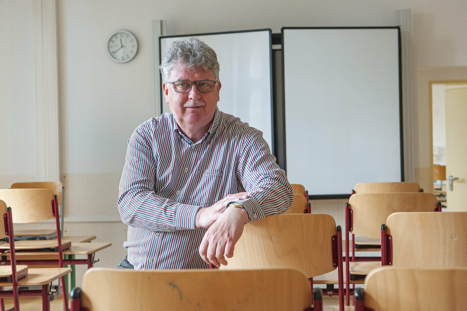 Der Leiter des Großenhainer Werner-von-Siemens- Gymnasiums, Klaus Liebtrau, macht seinen Abiturienten Mut. Sollte es tatsächlich kommenden Montag losgehen, sei man gut vorbereitet.