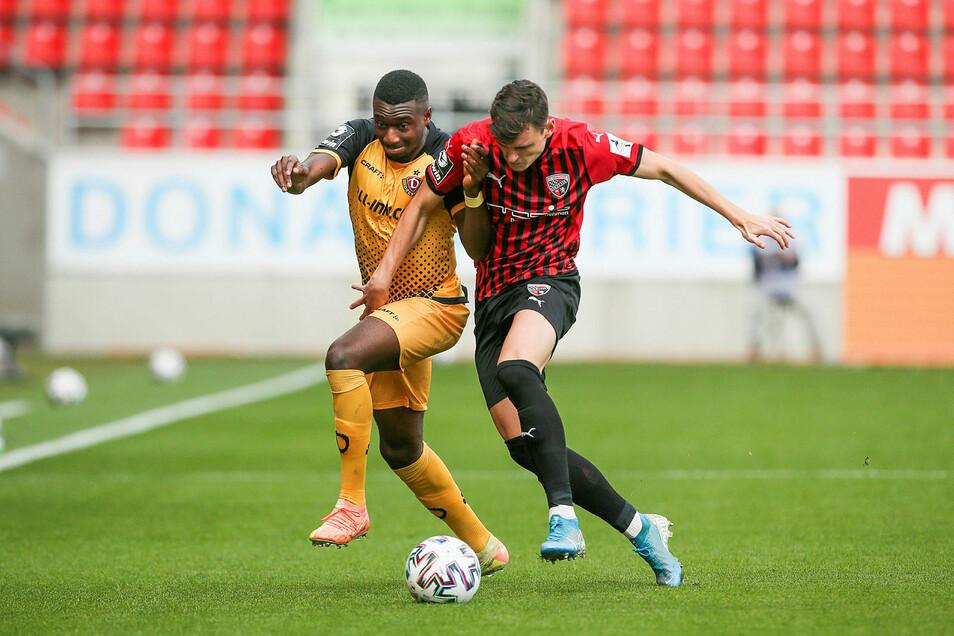 Dynamo liegt gegen den FC Ingolstadt mit 0:1 zurück. Die Dresdner versuchen sich wie hier Agyemang Diawusie zurück ins Spiel zu kämpfen.