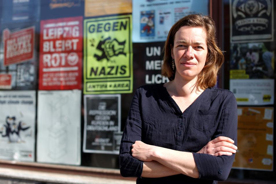 Die Linke-Politikerin Juliane Nagel im März 2017 vor ihrem Abgeordnetenbüro in Leipzig,