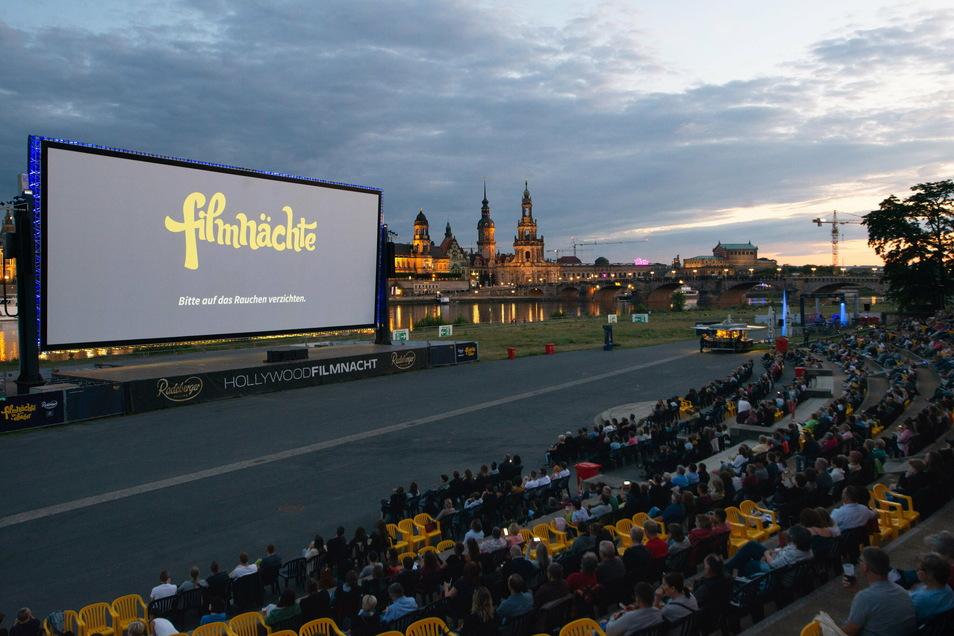 Während der Filme bei den Filmnächten am Elbufer bleibt der Radweg für den Verkehr geöffnet. Während Konzerten kommt es jedoch vorübergehend zu Sperrungen.