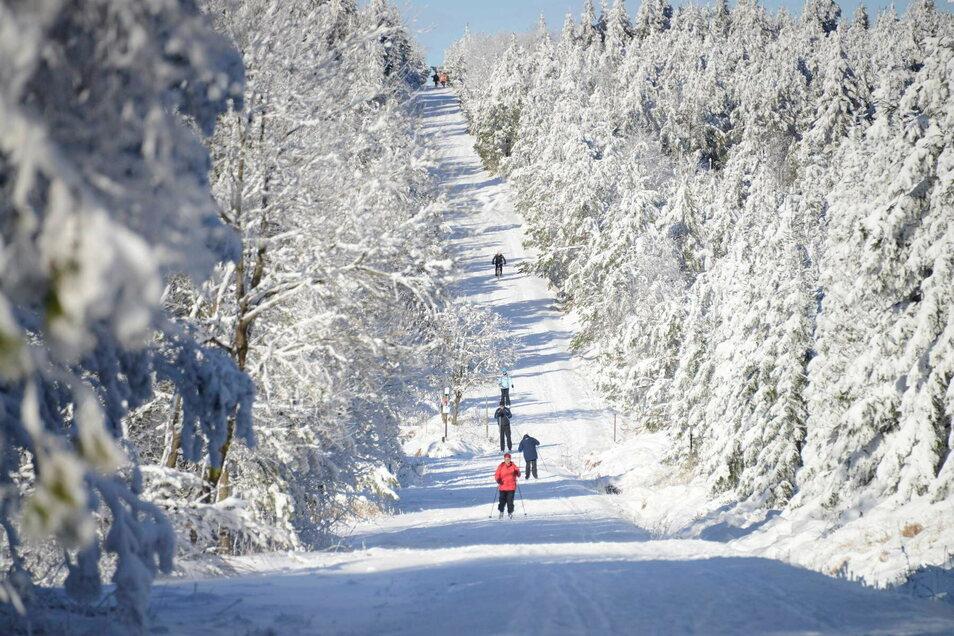 Zurzeit dürfen nur Einheimische aus dem Umkreis von 15 Kilometern bei Altenberg Skilaufen.
